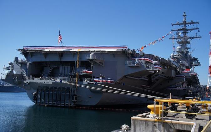 アメリカ海軍、横須賀に配備されたばかりの空母ロナルド・レーガンを公開[写真蔵]