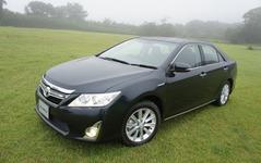 【トヨタ カムリ 新型発表】軽自動車並みの燃費26.5km/リットル 画像