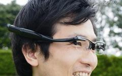オリンパス、メガネ装着式ウェアラブルディスプレイ 画像