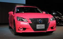 【トヨタ  クラウン 新型発売】イメージ覆すピンクのクラウン登場…2013年冬に市販へ 画像