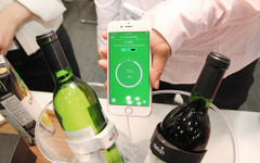 【ウェアラブルEXPO16】ワインにもウェアラブル、スマホが教える「今が飲み頃」 画像