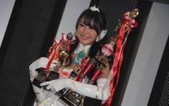 【東京オートサロン16】レースクイーン大賞、荒井つかさ さんが悲願のグランプリ 画像