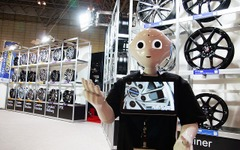 【東京オートサロン16】コンパニオンもロボット化の時代に 画像