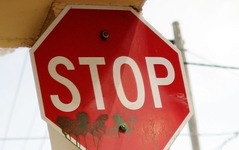 【新聞ウォッチ】道路標識もグローバル化? 一時停止「止まれ」から「STOP」検討 画像