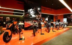 KTM、バンコクに大型ショールーム開設 画像