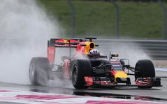 【F1】ピレリがウエットタイヤをテスト、レッドブルは暫定カラーで走行 画像