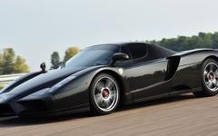 事故で真っ二つのエンツォ フェラーリ、完全修復で高値落札…2億超え 画像