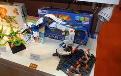 【ギフトショー16】水圧で動くおもちゃロボットアームを4月に発売…イーケージャパン 画像