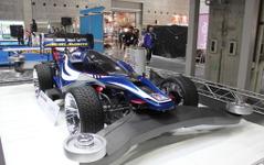 【大阪オートメッセ16】タミヤ公式の「実車版ミニ四駆」登場…巨大乾電池も 画像