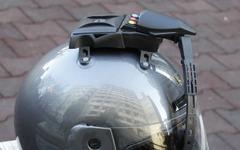 雨の日も安心、装着簡単なヘルメット用ワイパー発売 画像