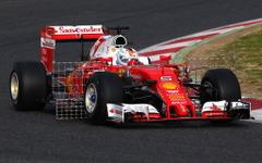【F1】テスト1日目…ベッテルがトップタイム、ハミルトン早くも700km走破 画像