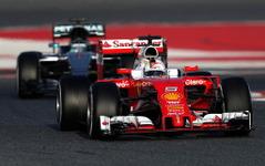 【F1】テスト2日目、ベッテルが連日トップ…ホンダも100周突破 画像