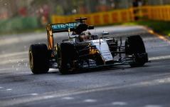 【F1 オーストラリアGP】フリー走行2回目もウエットコンディション、ハミルトンがトップ死守 画像