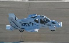 夢が実現!? 空飛ぶクルマ、初飛行に成功 画像