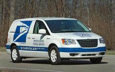 クライスラーのEVミニバン、米国郵便公社にデリバリー 画像