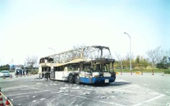 東名バス火災事故、原因を発表 09年の2件 画像