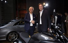 【ロサンゼルスモーターショー10】ドゥカティとメルセデスAMGが提携を発表 画像