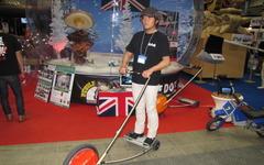 [イベントJAPAN11]奇抜な乗り物…スイス生まれの電動三輪車 画像