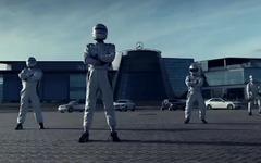 メルセデスベンツ、最強のドリフト軍団[動画] 画像