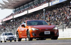トヨタ、新型FRスポーツ『86』を公開…TGRFでサプライズ 画像
