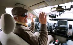 グーグルのロボットカー、全盲男性がドライブ[動画] 画像