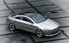 メルセデス Aクラス 新型派生の小型SUV、車名は GLA か 画像