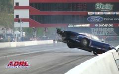 米ドラッグレースで事故、カメラに迫るマシンの瞬間映像[動画] 画像