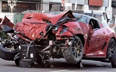 フェラーリ 599、シンガポールでクラッシュ [動画] 画像
