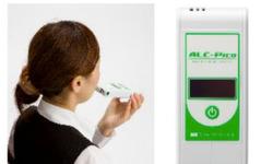 東海電子、個人向けにアルコールだけに反応する検知器を発売 画像