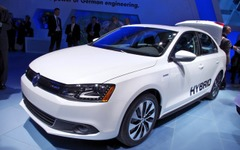 VWジェッタ ハイブリッド、プリウスとの違いを強調…「ファントゥドライブな車」 画像