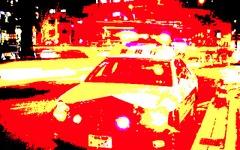 繁華街で路線バスが暴走、歩道に乗り上げて電柱に突っ込む 画像