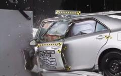 【IIHS衝突安全】トヨタ カムリ新型、最低評価となった理由[動画] 画像