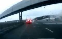 ロシアの航空機事故、車載カメラが捉えた瞬間映像[動画] 画像