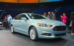 フォード フュージョンPHV、換算燃費は プリウスPHV より上…米国セダン最高燃費に 画像