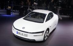 【ジュネーブモーターショー13】VWのXL1、夢の1リットルカーが現実に…燃費は量産車世界一 画像