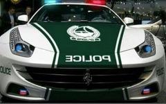 中東ドバイ警察、今度はフェラーリ FF をポリスカーに採用 画像