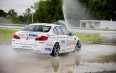 BMW M5、連続ドリフト走行のギネス世界新記録…82.5km 画像