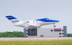 ホンダジェット5号機、初飛行に成功…藤野社長「飛行試験が最終段階に入った」 画像