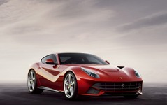 フェラーリ F12ベルリネッタ、米国純正オプションにカーボン製カップホルダー…価格は35万円 画像