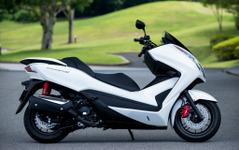 ホンダ 新型フォルツァ Si、高速道より一般道走行に適正…実燃費は31.8km/リットル 画像