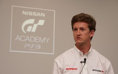 日産GTアカデミー、チャンピオンを目指す42人が英シルバーストーンでレースキャンプ 画像