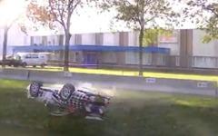 ポルシェ 911レーサー、恐怖の大クラッシュ…空を舞い、川に転落[動画] 画像