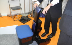 【国際ロボット展13】船井電機、電動歩行アシストカートを開発、2015年の販売目指す 画像