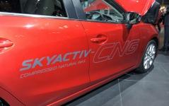 【東京モーターショー13】マツダ、CNGにも対応したMAZDA 3 SKYACTIV-CNG CONCEPTを発表 画像