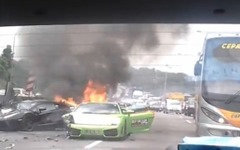 ランボルギーニが事故、3台が全焼…マレーシア[動画] 画像