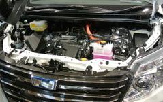 【トヨタ ヴォクシー & ノア 新型発表】「名前だけではない燃費の良いハイブリッド」…日産 セレナを意識 画像