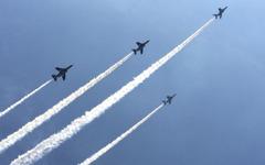航空自衛隊、ブルーインパルスT-4型機が訓練中に空中接触事故 画像