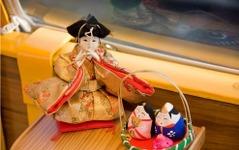 JR四国「しまんトロッコ」をひな人形で飾り付け 画像