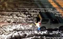 スズキ ジムニー、関東の大雪で大活躍…こんな車両を救出[動画] 画像