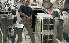 ISSの若田宇宙飛行士、超小型衛星の放出準備を実施…ナノラックスの衛星放出機構を使用 画像